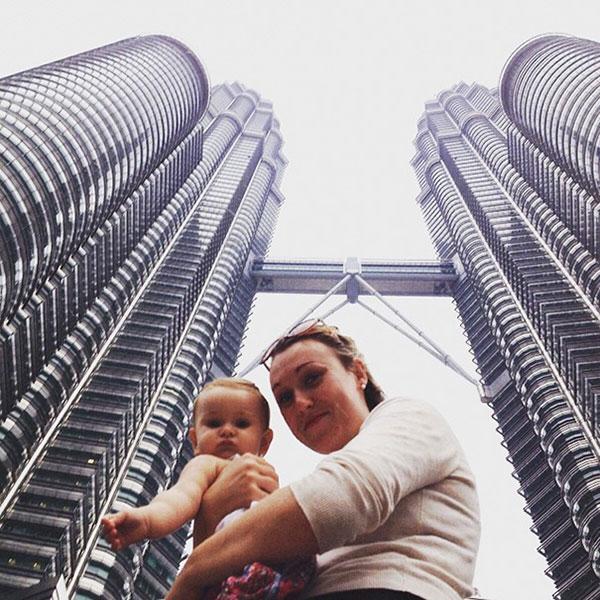 เด็กเดินทางท่องเที่ยวกับพ่อแม่แต่แรกเกิด