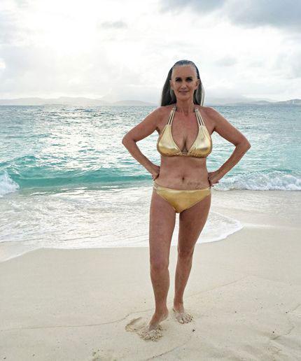 นางแบบชุดว่ายน้ำรุ่นเก๋าในนิตยสาร Sports Illustrated