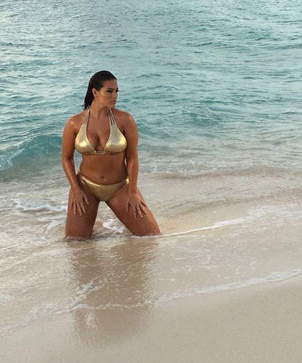 นางแบบชุดว่ายน้ำในนิตยสาร Sports Illustrated