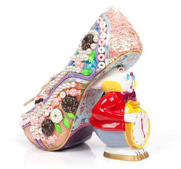 รองเท้ากระต่ายขาว อลิซในดินแดนมหัศจรรย์