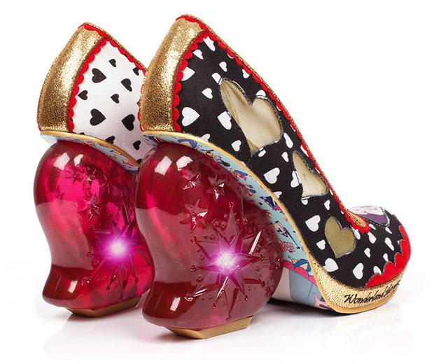 รองเท้าราชินีโพแดง