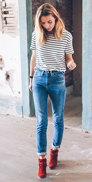 เสื้อยืดลายทาง Anthropologie, กางเกงยีนส์ Anthropologie, รองเท้าบู๊ทสีแดง Anthropologie