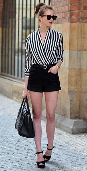เสื้อลายทางสีขาวดำ Chicnova, กางเกงขาสั้นสีดำ Choies, รองเท้าส้นสูง Steve Madden, กระเป๋า Steve Madden