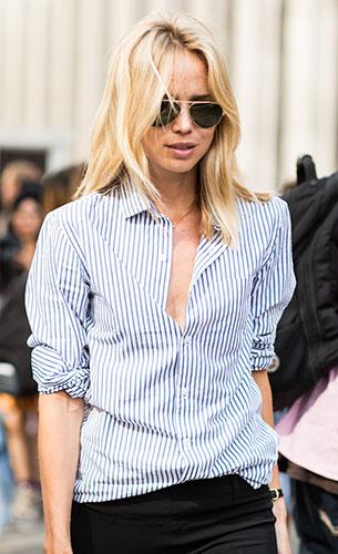 เสื้อเชิ้ตลายทางสีขาวสีฟ้า, กางเกงสีดำ