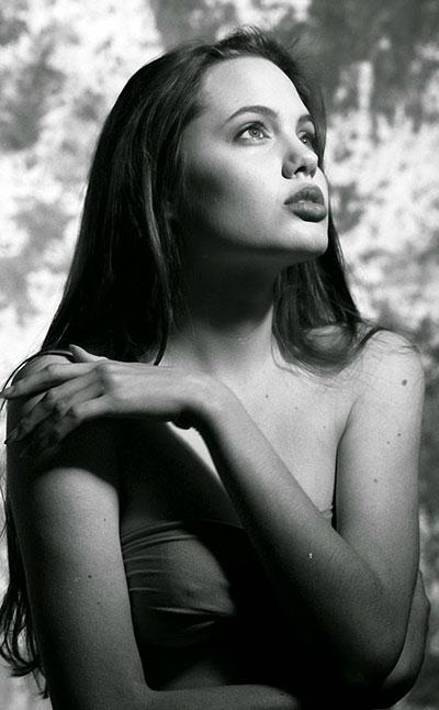 รูปถ่าย แองเจลิน่า โจลี อายุ 15 ปี