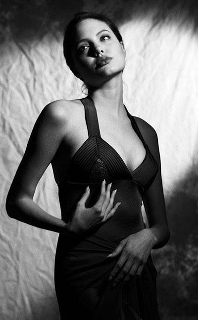 รูป แองเจลิน่า โจลี อายุ 15