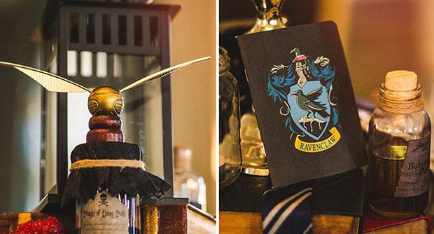 โต๊ะตกแต่งด้วยของจากเรื่อง แฮร์รี่ พอตเตอร์