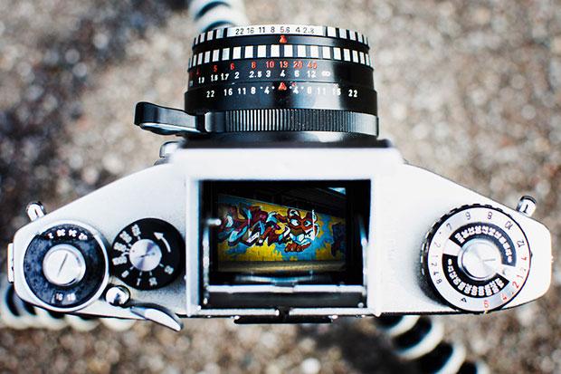 รูปถ่ายจากช่องมองภาพของกล้องอนาล็อก