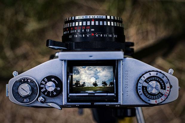 รูปถ่ายสุดน่าประทับใจจากช่องมองภาพของกล้องอนาล็อก