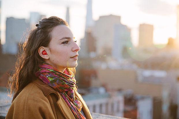 อุปกรณ์หูฟังที่สามารถแปลภาษาได้ในทันที