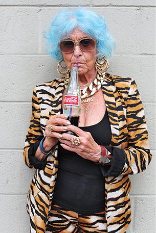 เมื่อไหร่ที่ผู้หญิงแก่เกินกว่าที่จะเล่นเฟซบุ๊ค