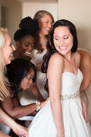 การแต่งงานสไตล์วิสคอนซิน ชุดแต่งงานเจ้าสาว
