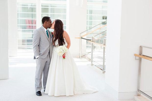 การแต่งงานสไตล์วิสคอนซิน ช่อดอกไม้ คู่บ่าวสาว