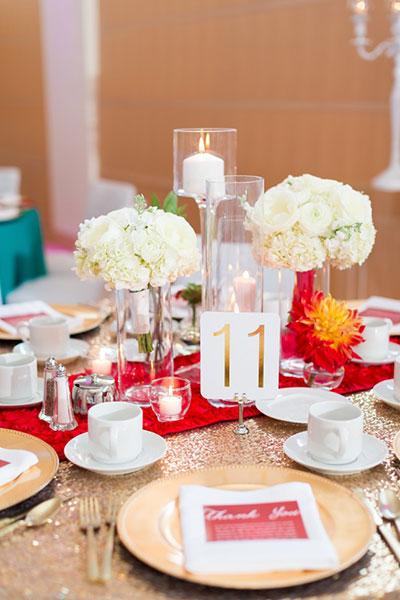 การแต่งงานสไตล์วิสคอนซิน ช่อดอกไม้ โต๊ะงานเลี้ยง