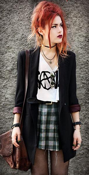 สร้อย Choker, เสื้อสูทสีดำ Romwe, เสื้อยืดสีขาว Petals and Peacocks, กระโปรงลายสก็อต Vintage, กระเป๋า Vintage