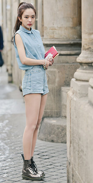 แฟชั่นสไตล์สาวเกาหลี, เสื้อยีนส์แขนกุด, กางเกงยีนส์ขาสั้น, รองเท้าบู๊ท