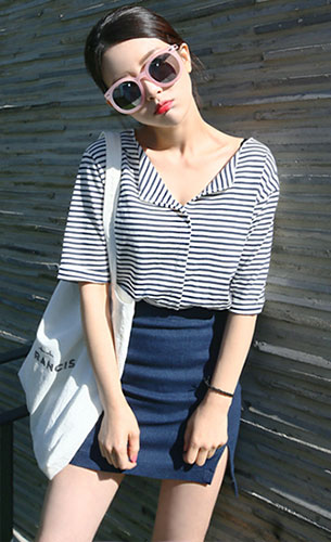 แฟชั่นสไตล์สาวเกาหลี, เสื้อลายขวางสีน้ำเงิน, กระโปรงสั้นสีน้ำเงิน
