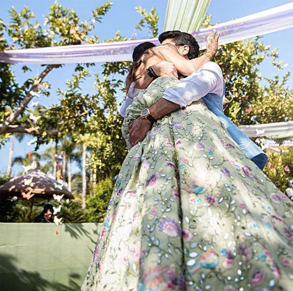 เจ้าสาวถักทอเรื่องราวความรักบนชุดแต่งงานส่าหรี