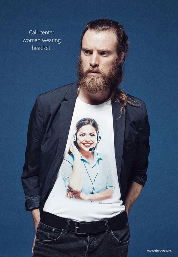 Adobe เสื้อลายสกรีนพนักงานคอลเซ็นเตอร์กำลังสวมหูฟัง
