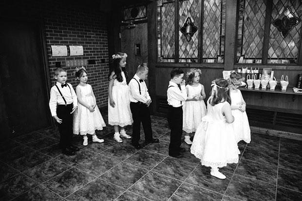 นักเรียนดาวน์ซินโดรมร่วมในงานแต่งงานของครู