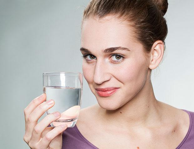ดื่มน้ำยามท้องว่างหลังตื่นนอนตอนเช้า