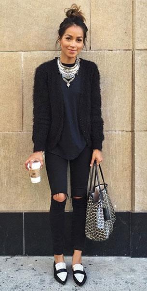 เสื้อสีดำ, สเว็ตเตอร์สีดำ, กางเกงยีนส์สีดำ