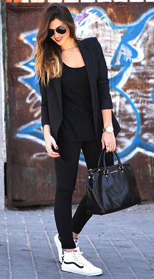 เสื้อสูทสีดำ Suite Blanco, กางเกง Asos, รองเท้า Vans, กระเป๋า Michael Kors