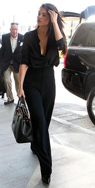 เสื้อเชิ้ตสีดำ, กางเกงสีดำ