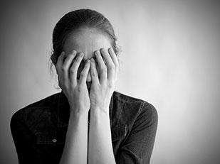 ความแตกต่างระหว่างความเศร้ากับอาการของโรคซึมเศร้า