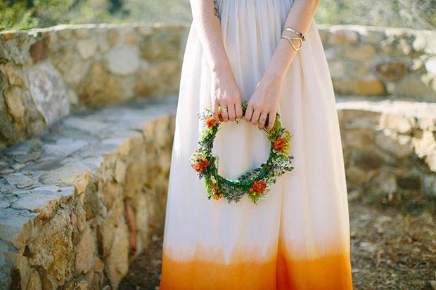 ชุดแต่งงานย้อมสีปลายกระโปรงสีส้ม