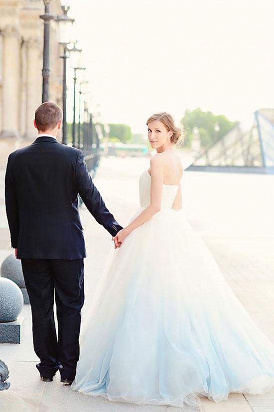 ชุดแต่งงานไล่สีกระโปรง