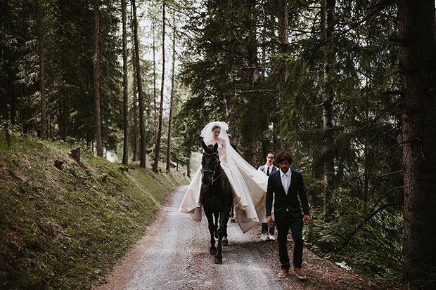 เจ้าสาวขี่ม้าเข้างานแต่งงาน