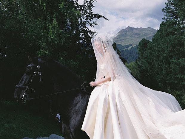 เจ้าสาวขี่ม้า