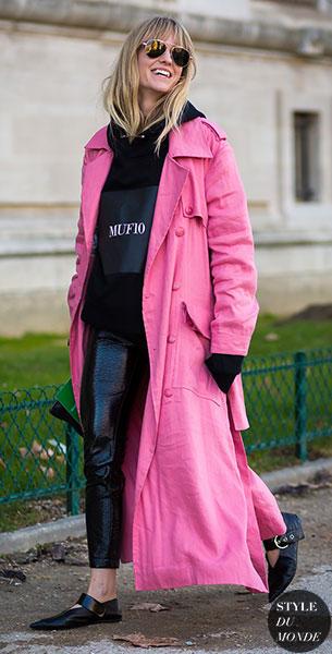 แฟชั่นสตรีทกับเสื้อโค้ทสีชมพู