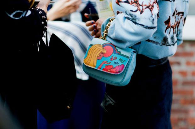 กฎแฟชั่นของชาวนิวยอร์ค การเข้าคู่กันอย่างลงตัว กระเป๋า