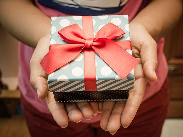 ข้อแตกต่างระหว่างคำว่า Gift กับ Present