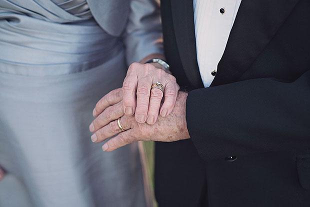 ผู้สูงอายุถ่ายรูปแต่งงาน