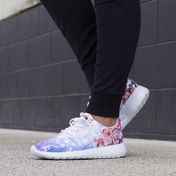 รองเท้า NIKE Roshe Run ลายดอกไม้สีฟ้าสีชมพูอ่อน