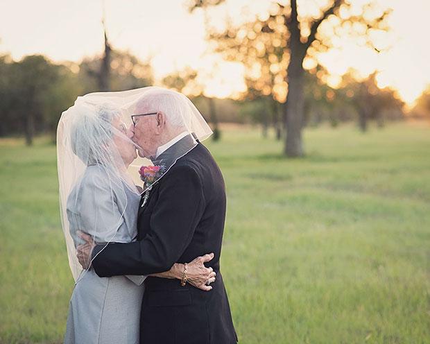 รักยังอบอวลแม้ต้องรอ 70 ปีกว่าจะได้ถ่ายรูปแต่งงาน