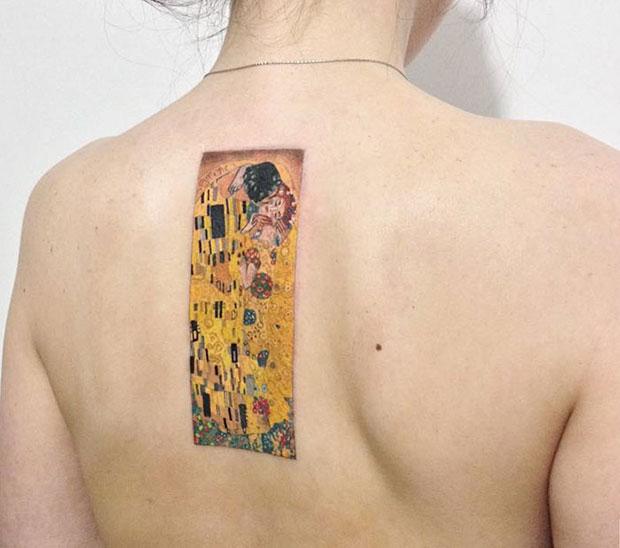ลายสักเลียนแบบผลงานของ Gustav Klimt