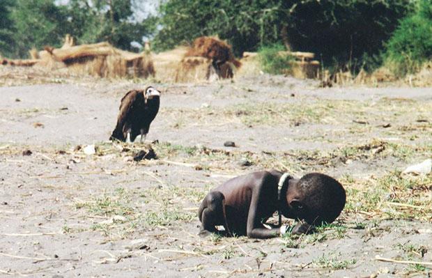 เด็กผู้หิวโหยกับอีแร้ง
