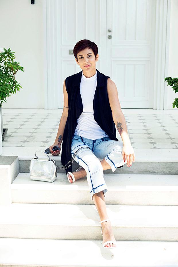 เสื้อยืด Zara, รองเท้าส้นสูง Aldo, แว่นตากันแดด Christian Dior