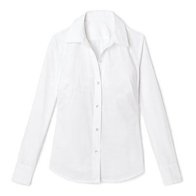 เสื้อเชิ้ตติดกระดุมสีขาว