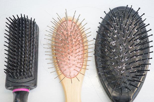 ทำไมต้องทำความสะอาดแปรงหวีผมอยู่เสมอ