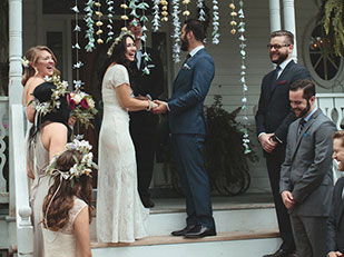 ที่จัดงานแต่งงานที่ดีที่สุดคือบ้านแสนสุขของพวกเขาเอง