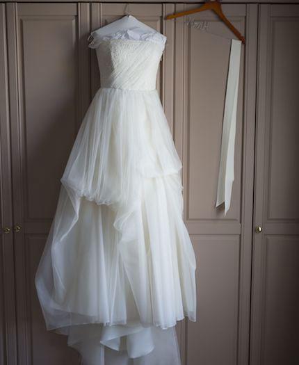 เจ้าสาวโละขายชุดแต่งงานพร้อมกับข้อความสุดฮา