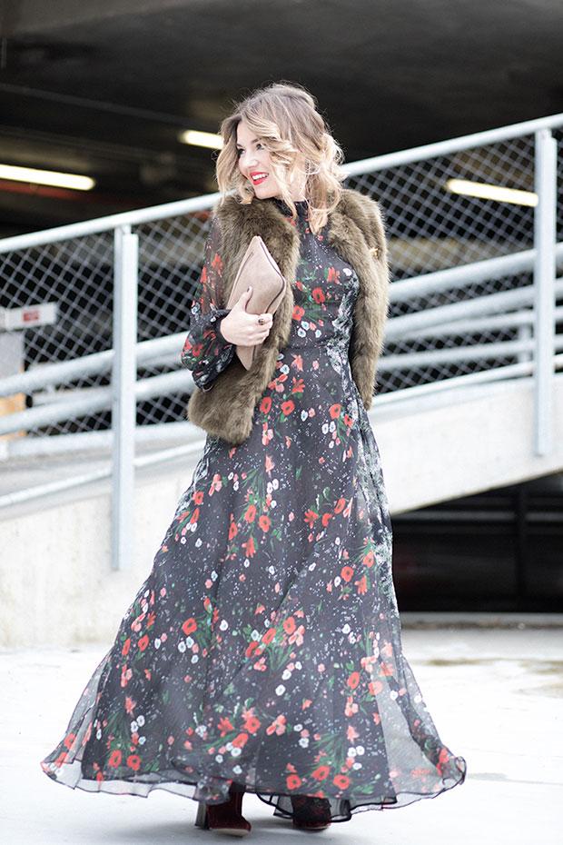 เสื้อกั๊ก Buylevard, เดรส Mango, รองเท้าบู๊ท Zara, กระเป๋า El Potro, ต่างหู Zara