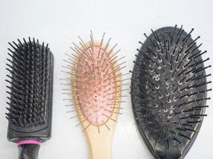 เหตุผลว่าทำไมต้องทำความสะอาดแปรงหวีผมอยู่เสมอ