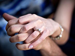 ความเป็นมาที่ผู้หญิงสวมแหวนหมั้น