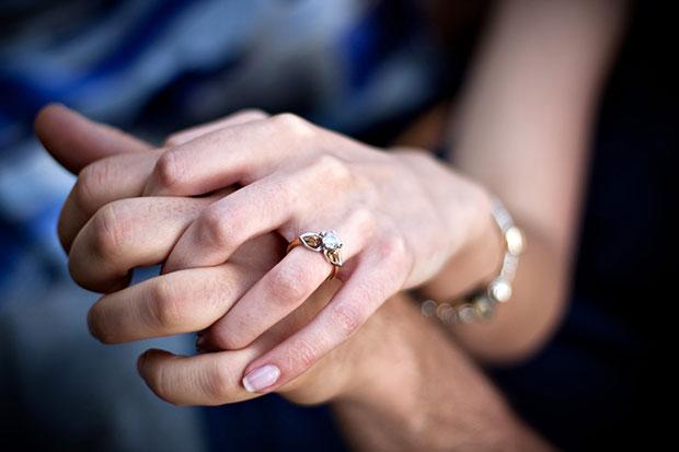ประวัติความเป็นมาและเหตุผลที่ผู้หญิงสวมแหวนหมั้น